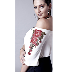 Blusa Ombro a Ombro com Flores Branco Esmeral Extra