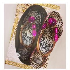 Chinelo Feminino Animal Print com Pedra Rosa Indaiá