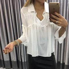Blusa com Rebarbinha e Laço Branco She Likes