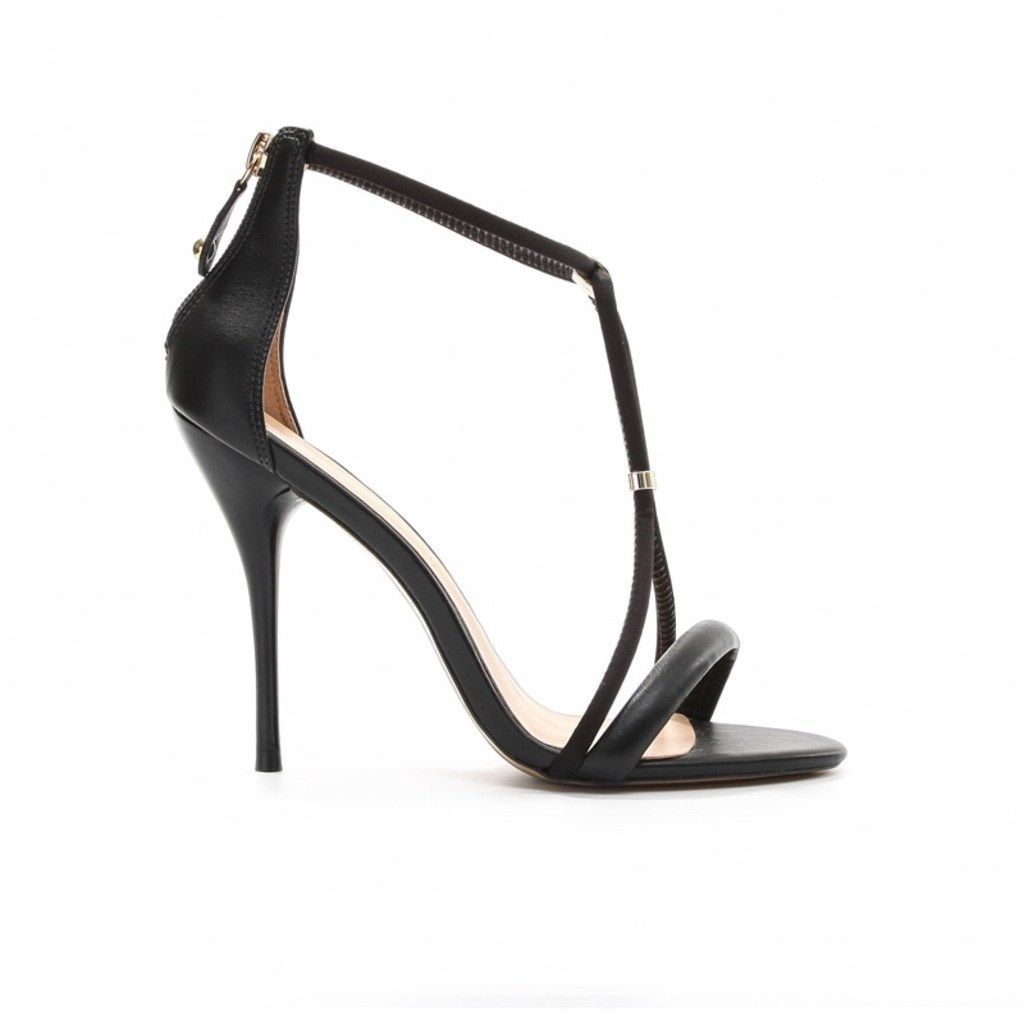 Sandália em Tira Detalhe Dourado Preto Cecconello