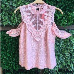 Blusa Renda Detalhe na Frente Rosa Tricia Modas